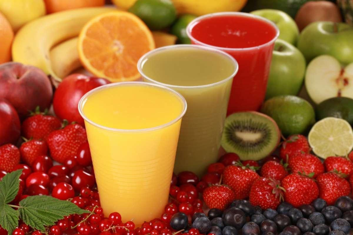 Smoothies con acqua e frutta