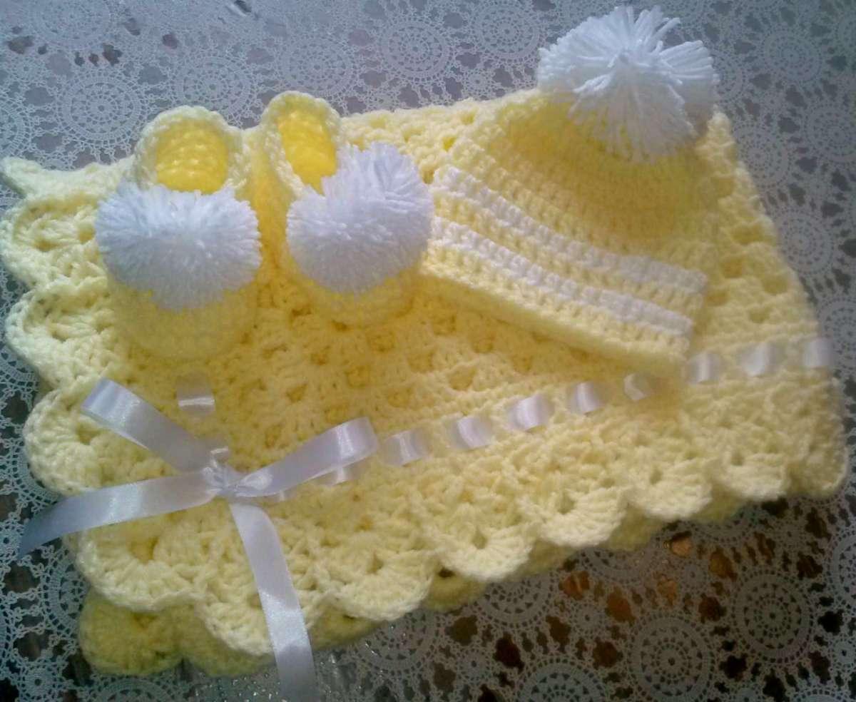 Copertina gialla con nastro bianco