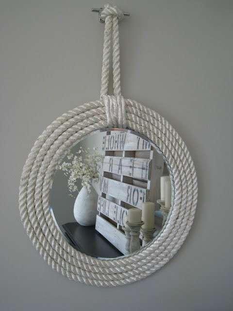 Cornice con corda bianca