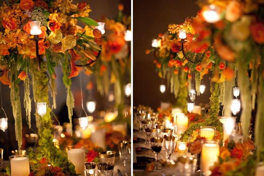 Fiori colorati e lumini per le nozze