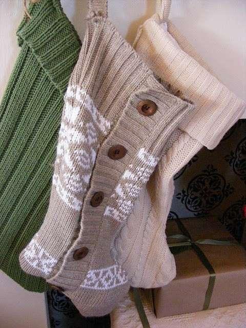 Calza della befana con vecchi maglioni