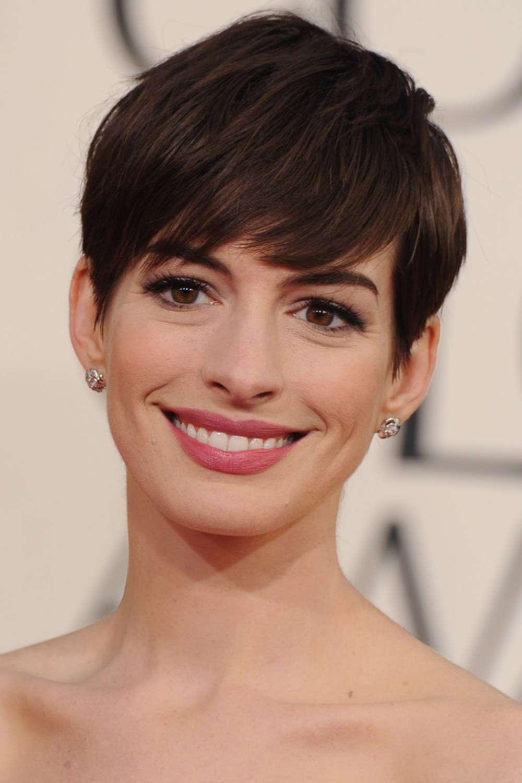 Capelli con frangia per Anne Hathaway