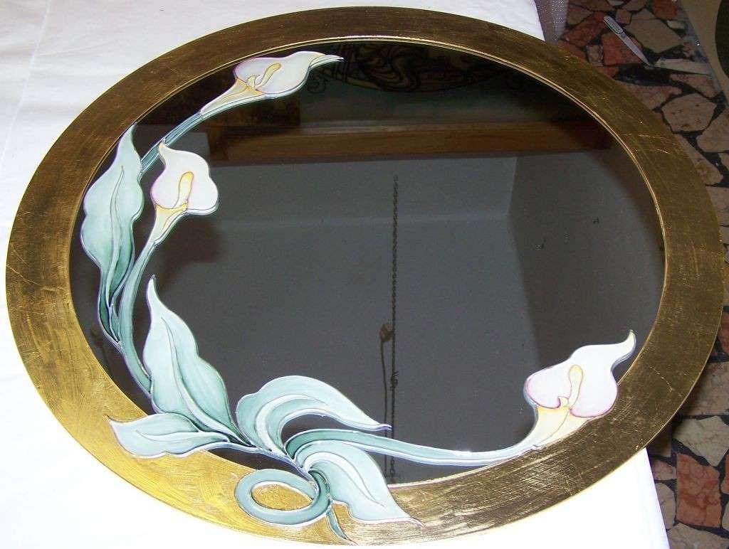 Decorazione floreale sullo specchio