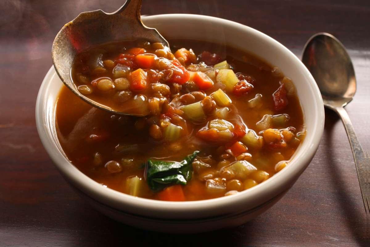 Zuppa con lenticchie, finocchi e carote
