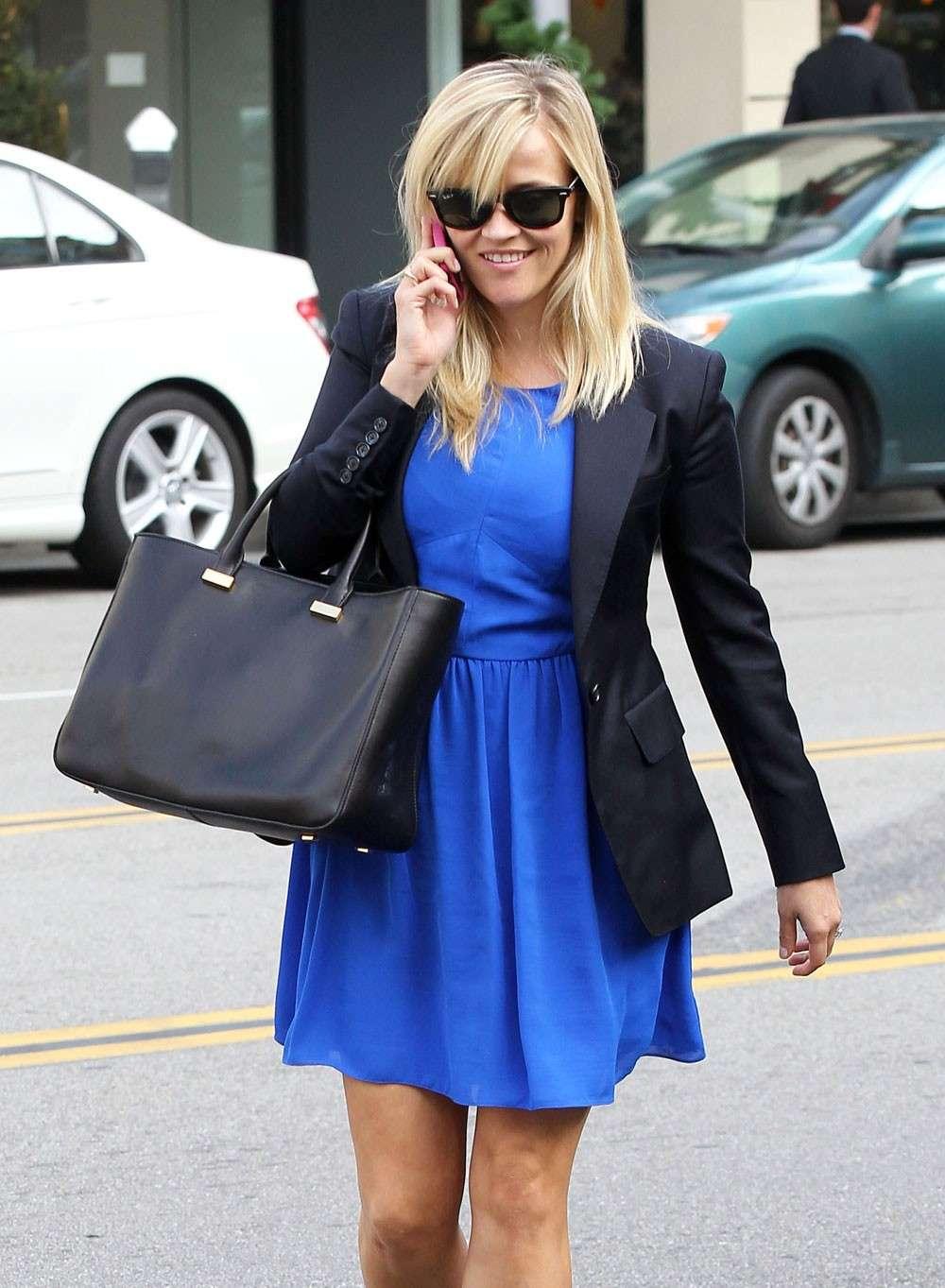 Blazer nero e abito blu