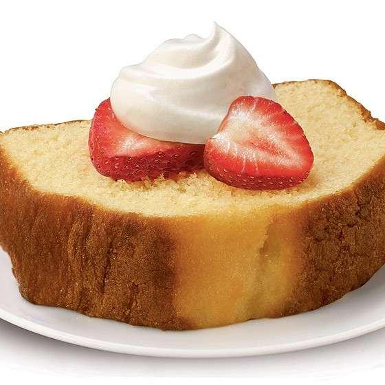 Pound cake con panna e fragole