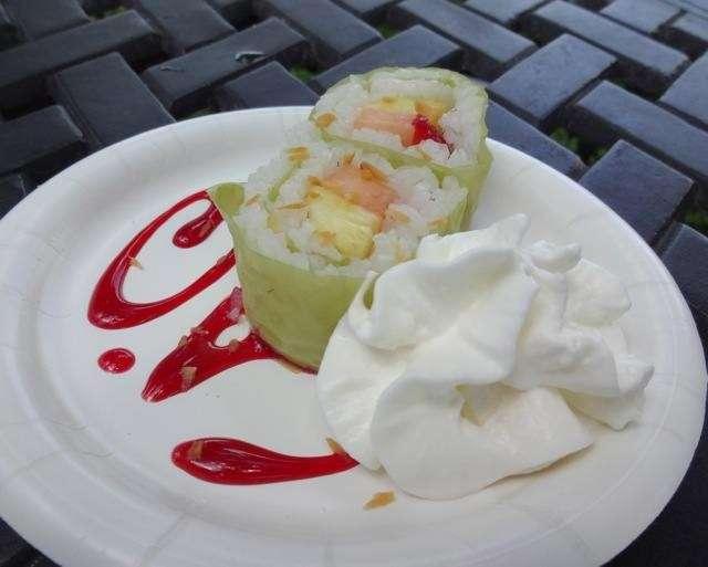 Sushi alla frutta con panna