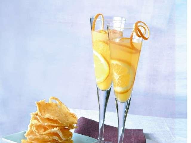 Aperitivo con cocktail mimosa