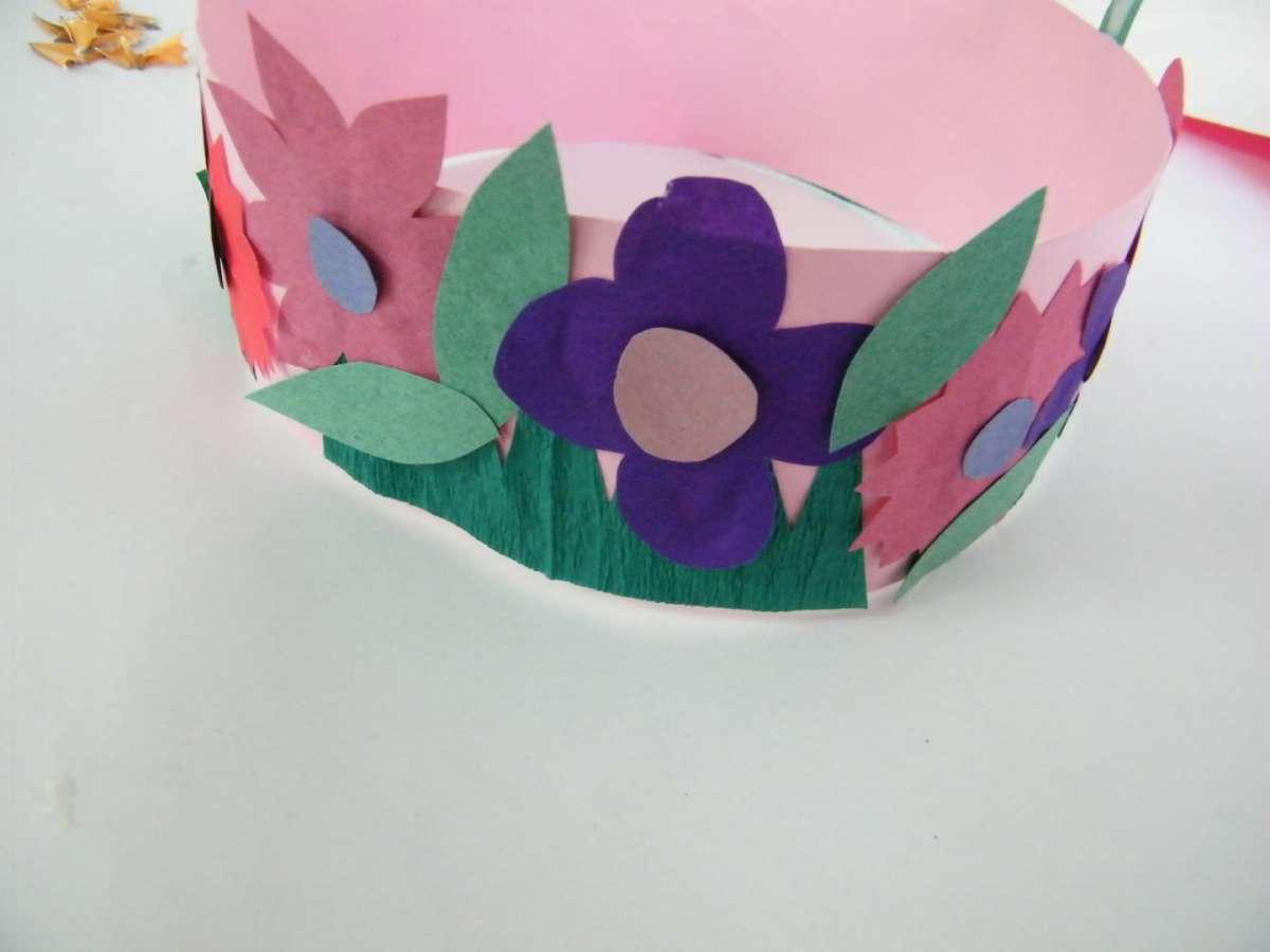 Coroncina di fiori colorati