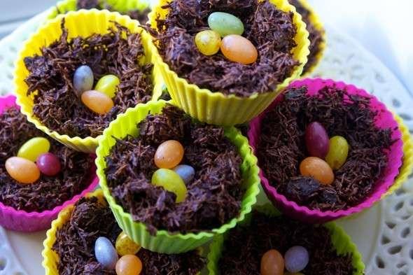 Nido di cioccolato con ovetti