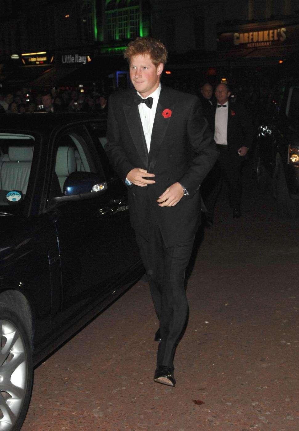 Look elegantissimo per il principe inglese