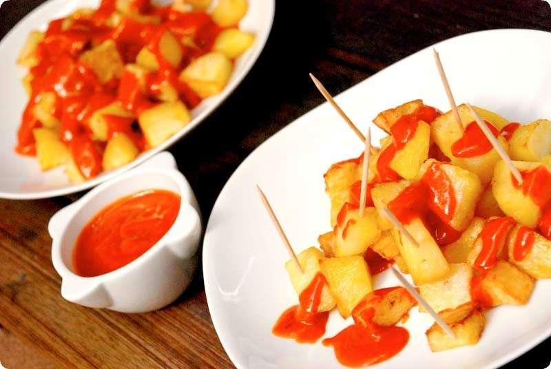 Patatas e salsa brava