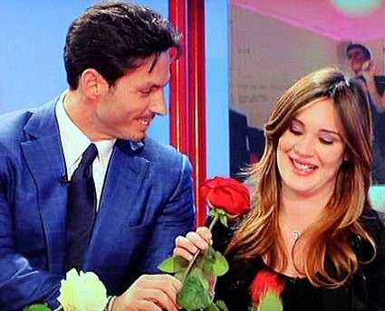 Piersilvio Berlusconi consegna le rose alla sua fidanzata