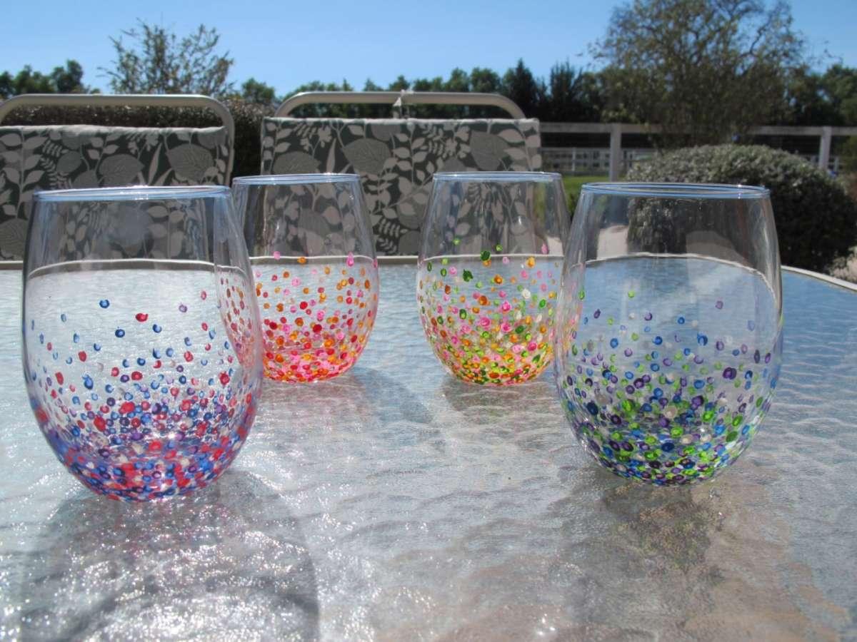 Pois coloratissimi sui bicchieri