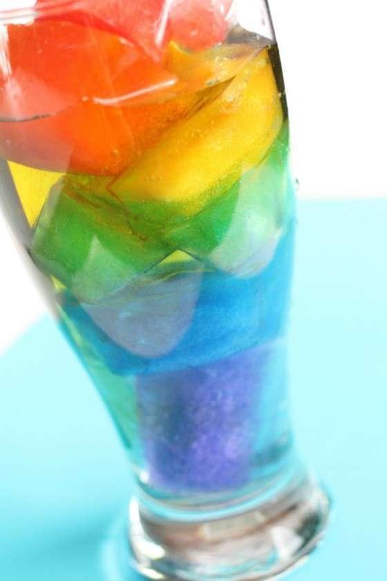 Arcobaleno di acqua colorata
