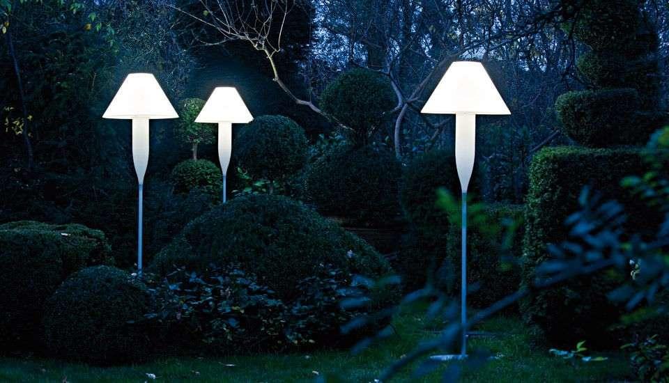 Bonheur, una lampada da terra per esterni di Serralunga