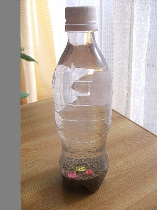 Bottiglia con sabbia e acqua
