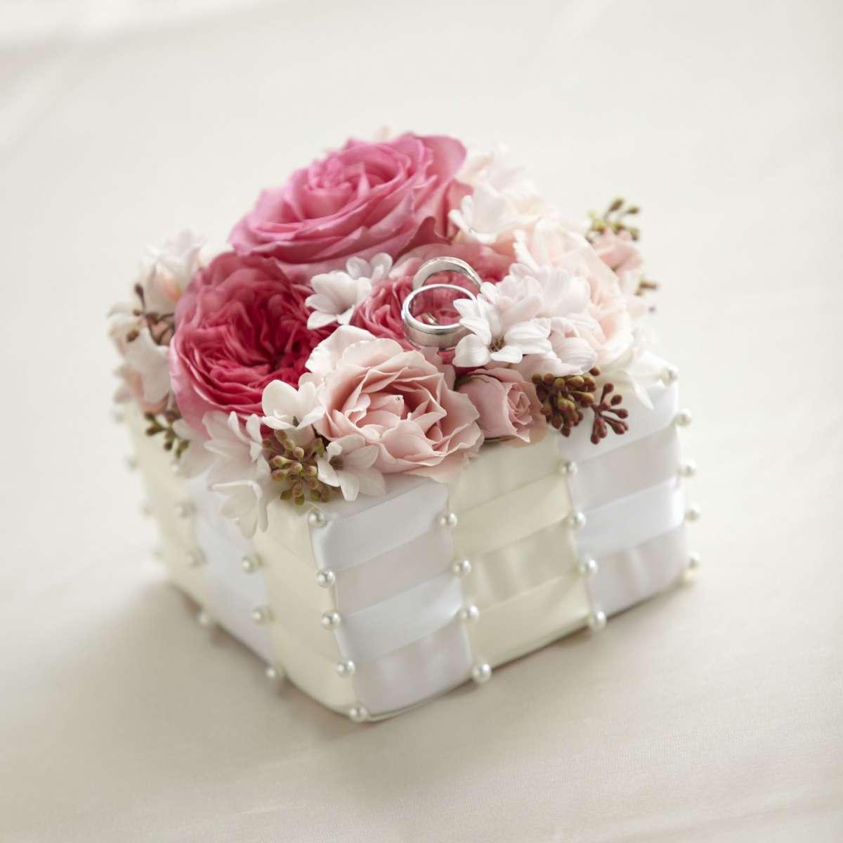 Cestino portafedi con fiori