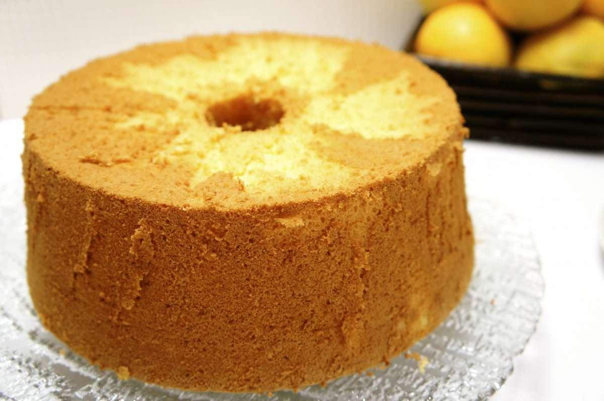Chiffon cake aromatizzata all'arancia