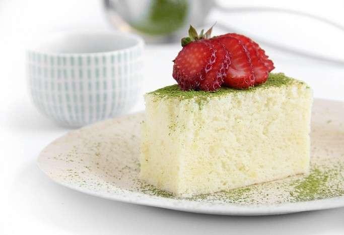 Cotton cake con pistacchi e fragole