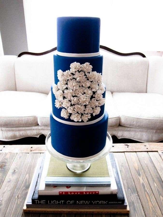 Torta blu minimal