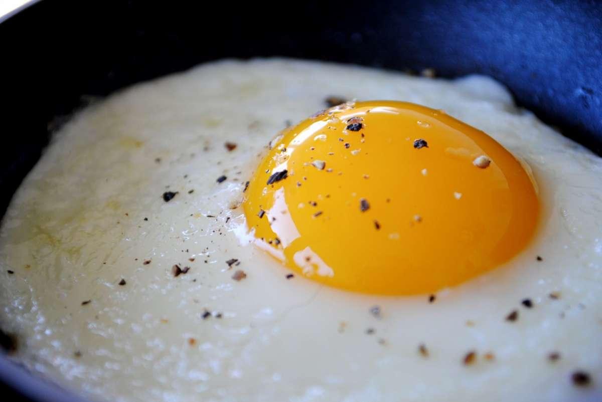 Cottura uovo al tegamino