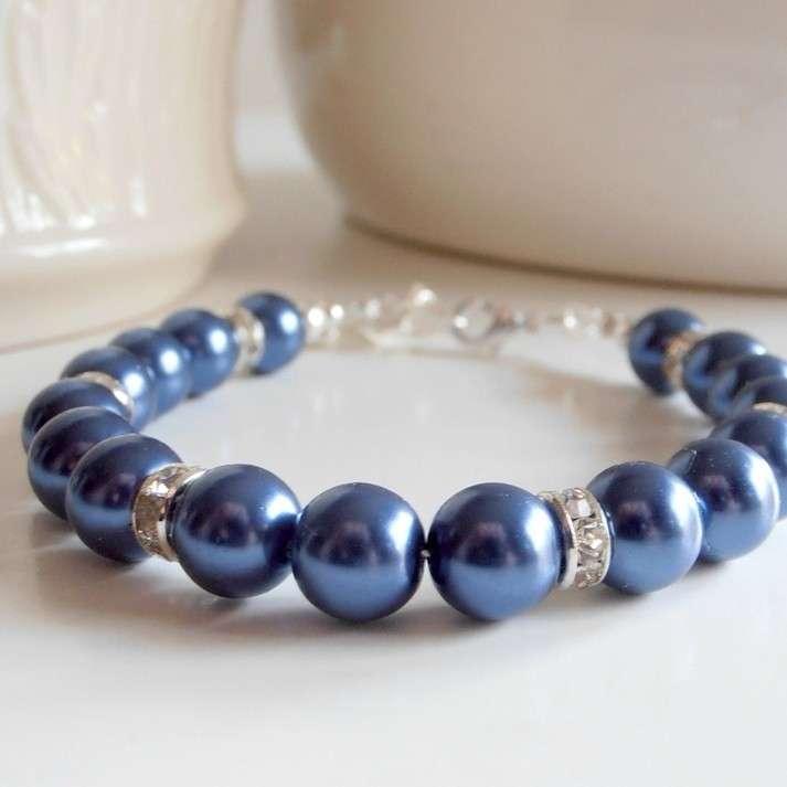 Perle blu per l'invitata