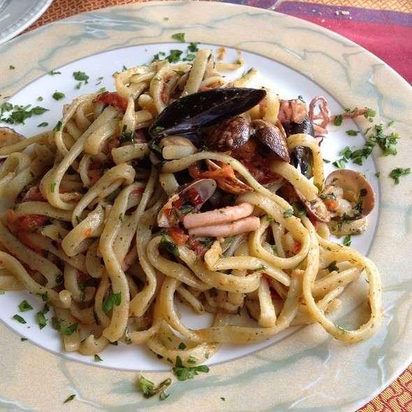 Piatto di scialatielli ai frutti di mare