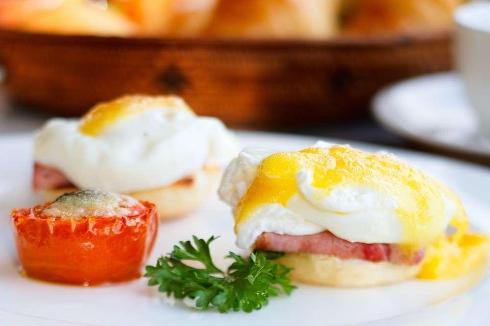 Preparare le uova alla Benedict