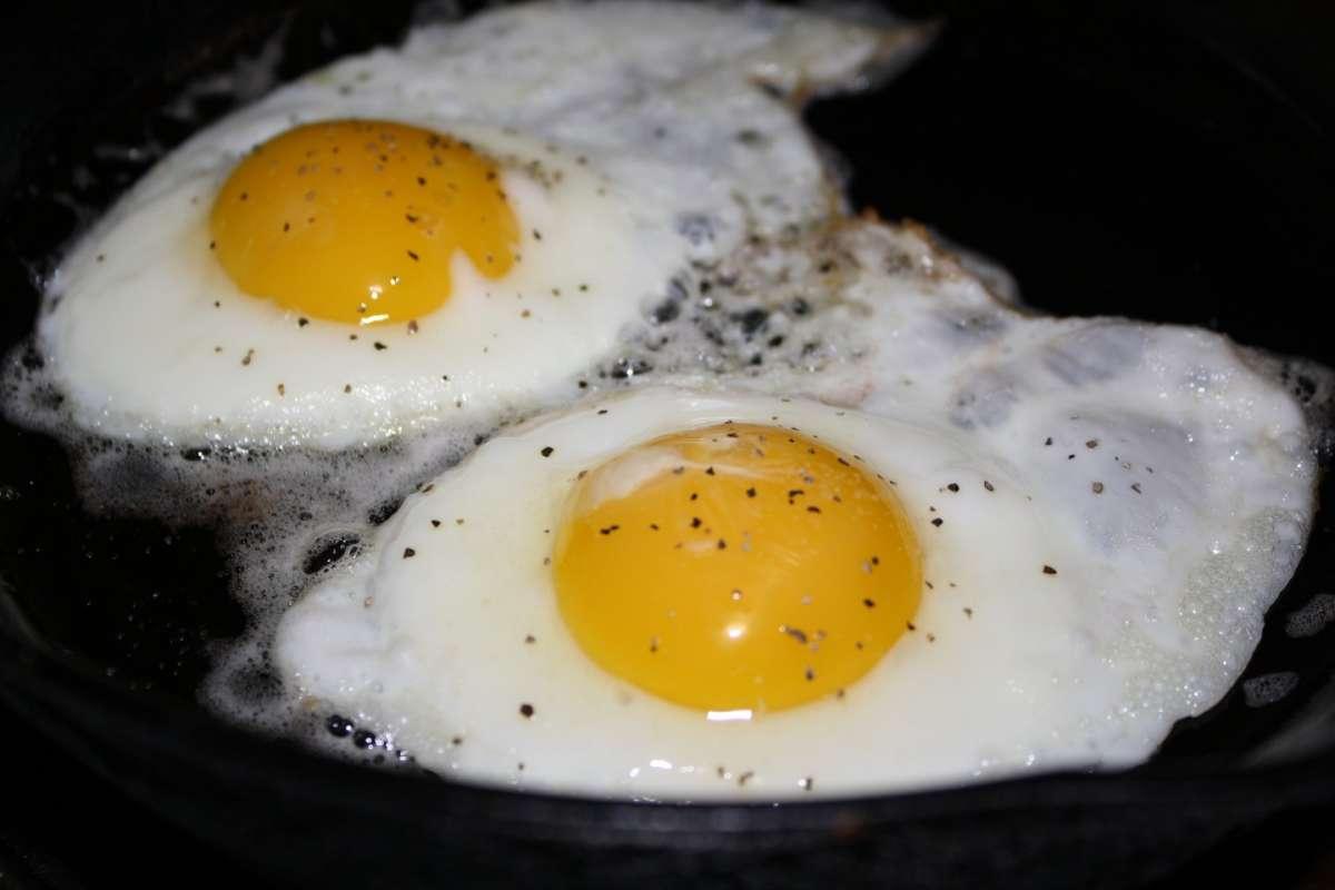Uova al tegamino con pepe