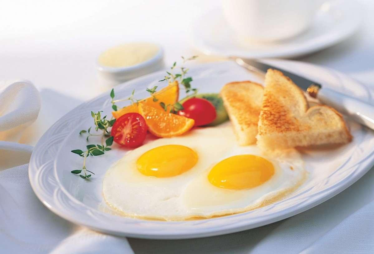 Uova al tegamino per colazione
