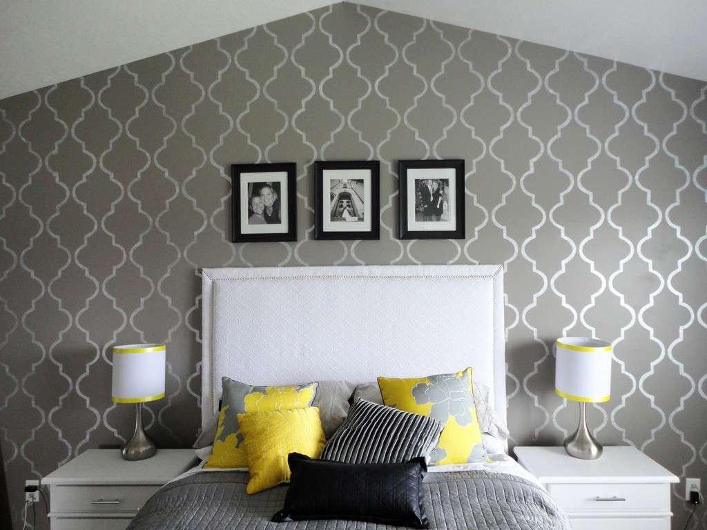 Pittura e stencil per rinnovare le pareti