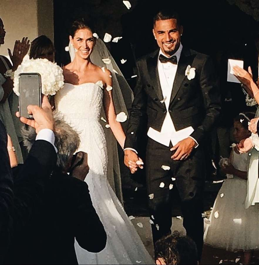 Melissa Satta e Kevin Prince Boateng dopo la cerimonia nuziale