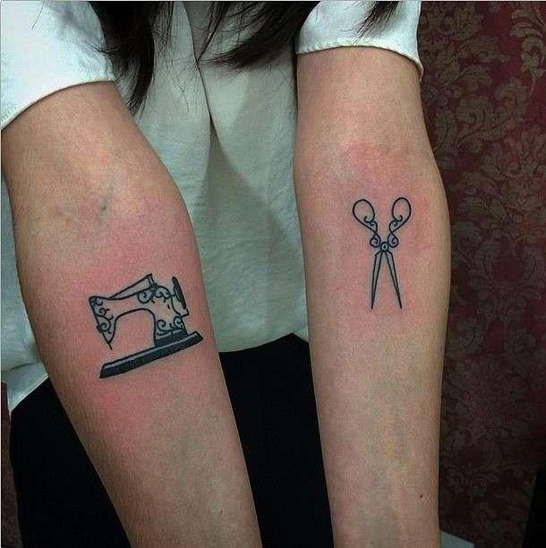 Tatuaggi minimal: forbici e macchina da cucire
