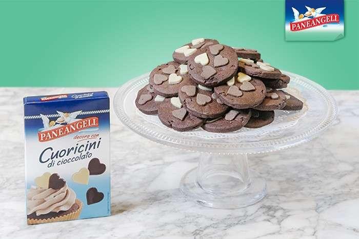 Biscotti con cuori di cioccolato
