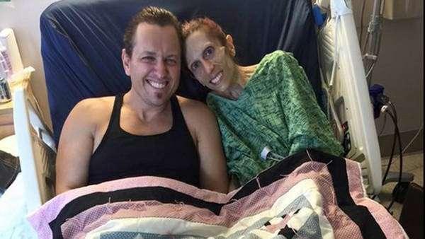 L'attrice americana con il marito nella clinica