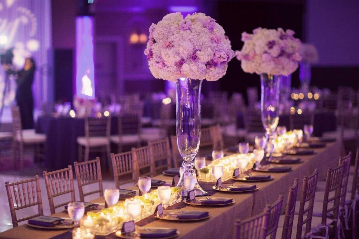 Tavoli con decorazioni lavanda