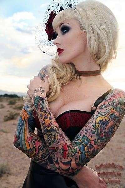 Braccia con tatuaggi old school