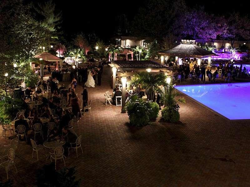 Matrimonio di sera all'aperto