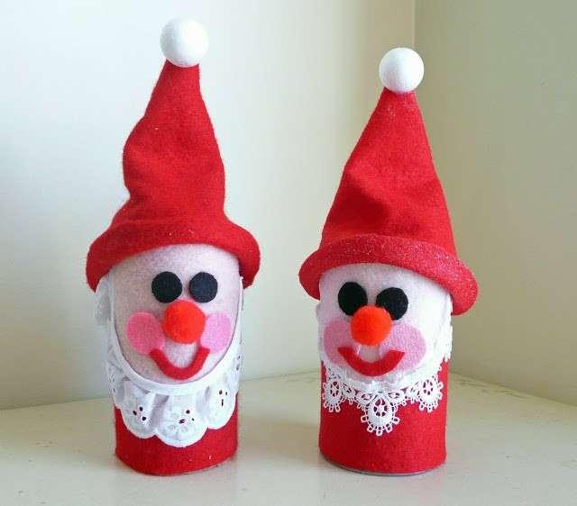 Santa Claus con rotoli di carta igienica