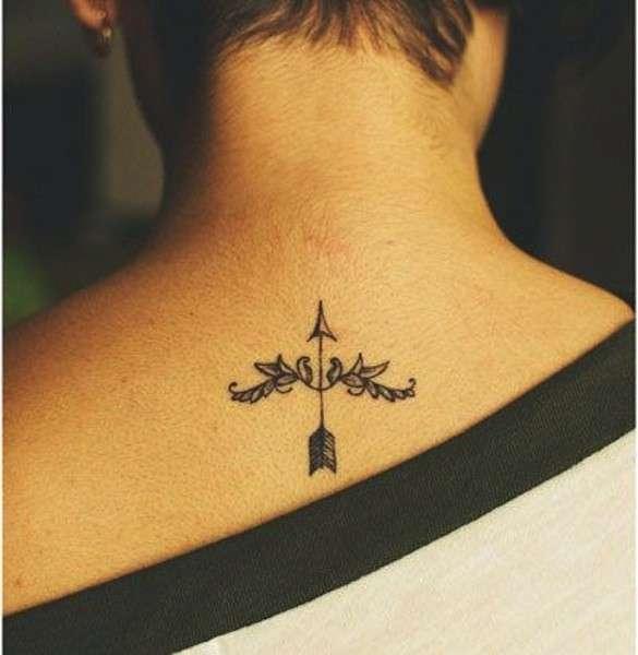 Tatuaggio con freccia Sagittario