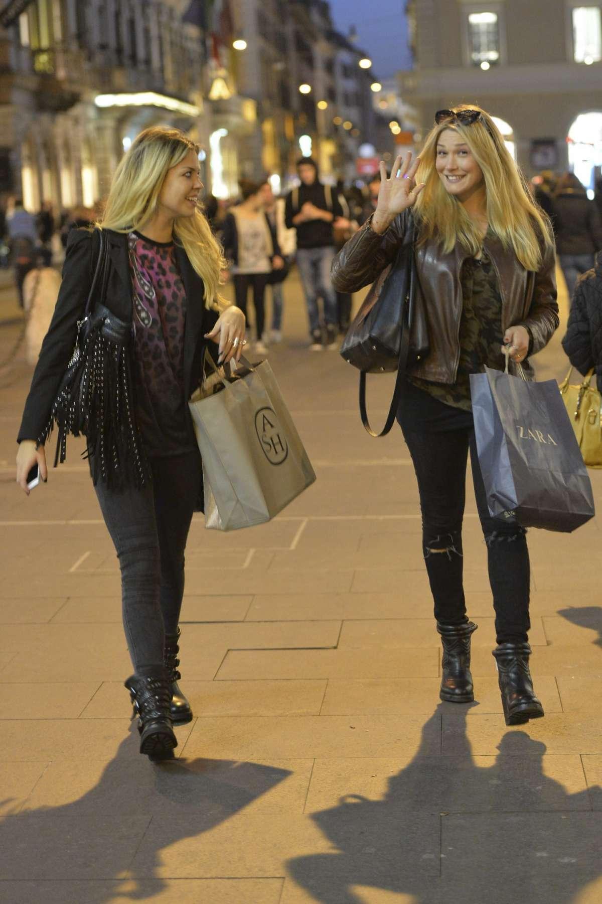Costanza Caracciolo e Benedetta Mazza fanno shopping a Roma