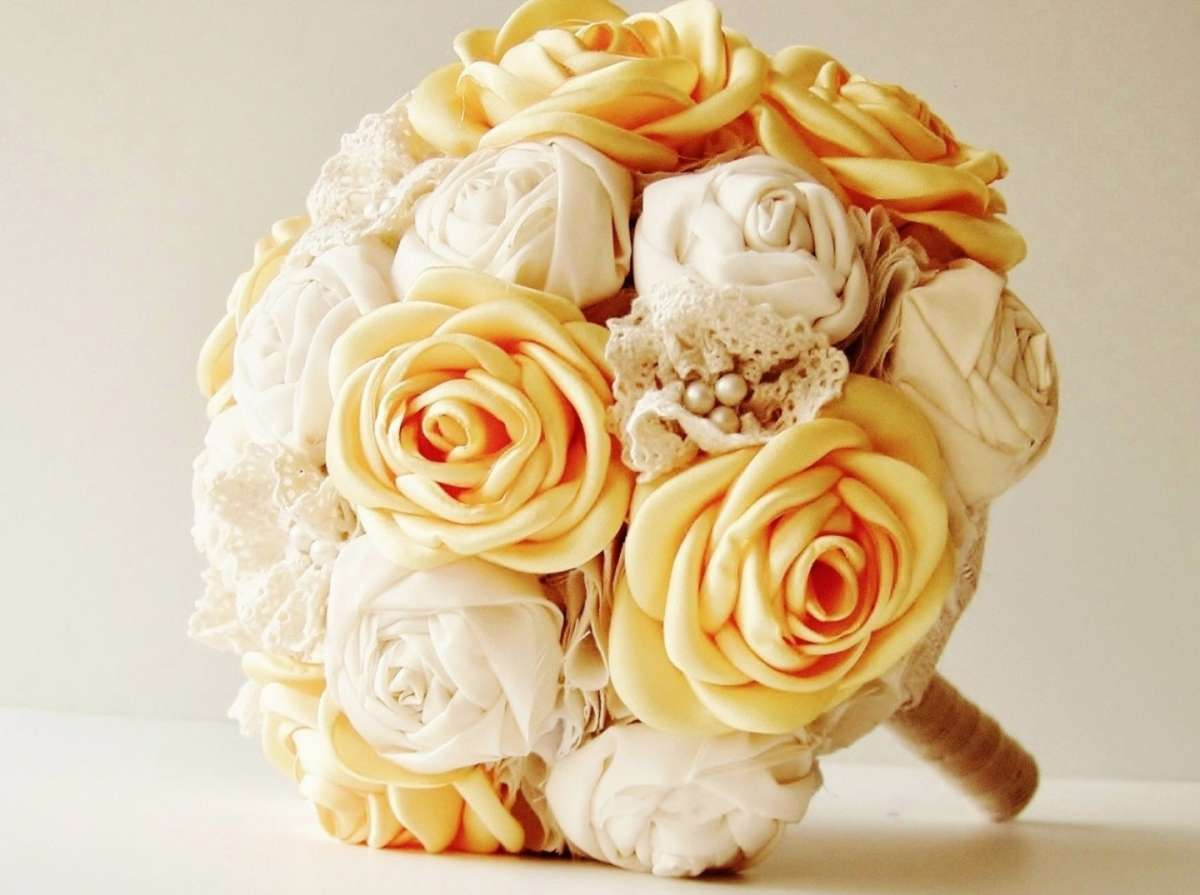 Bouquet giallo e bianco