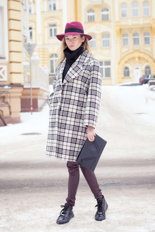 Look con maxi coat a quadri
