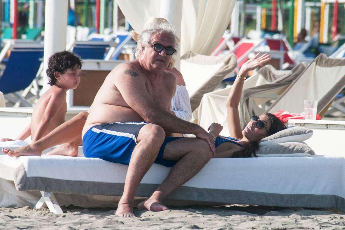 Elisabetta Gregoraci e Flavio Briatore in spiaggia a Marina di Pietrasanta
