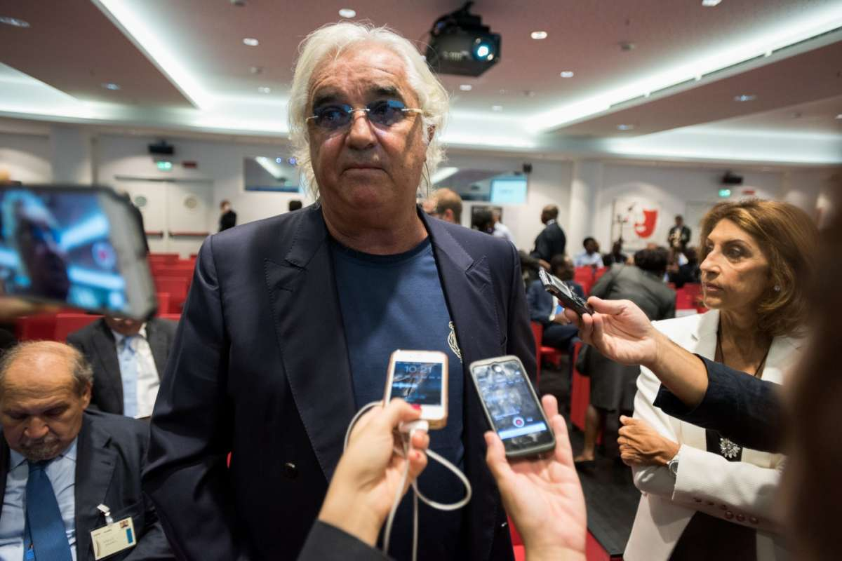 Flavio Briatore risponde alle domande dei giornalisti