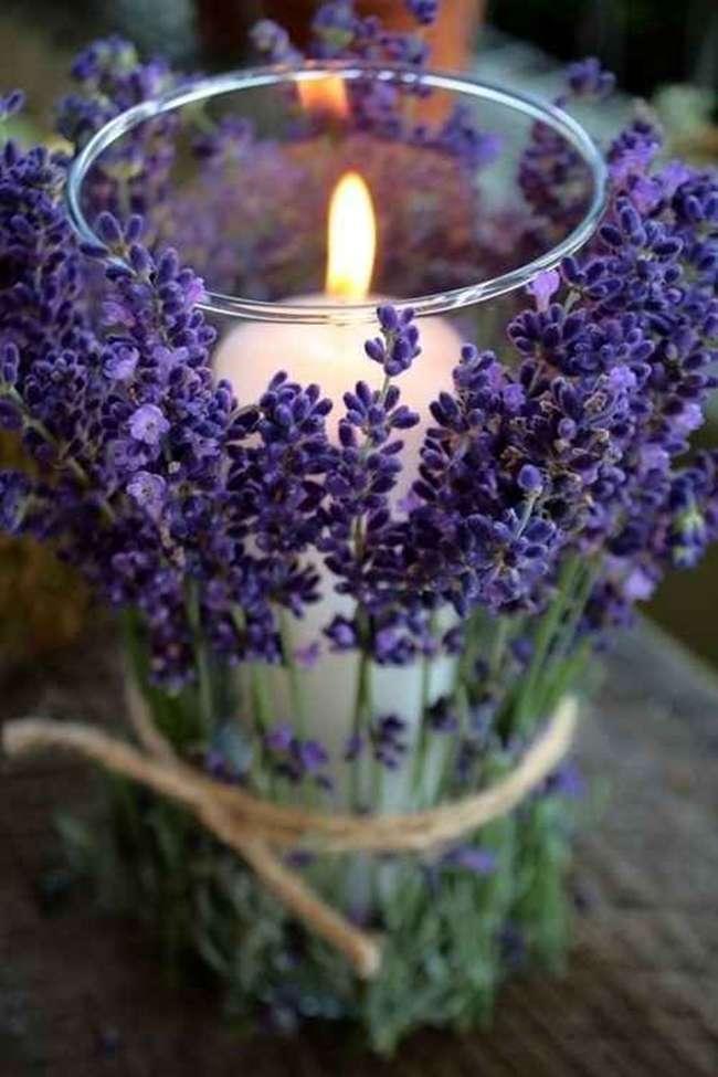 Centrotavola con vaso e fiori di lavanda
