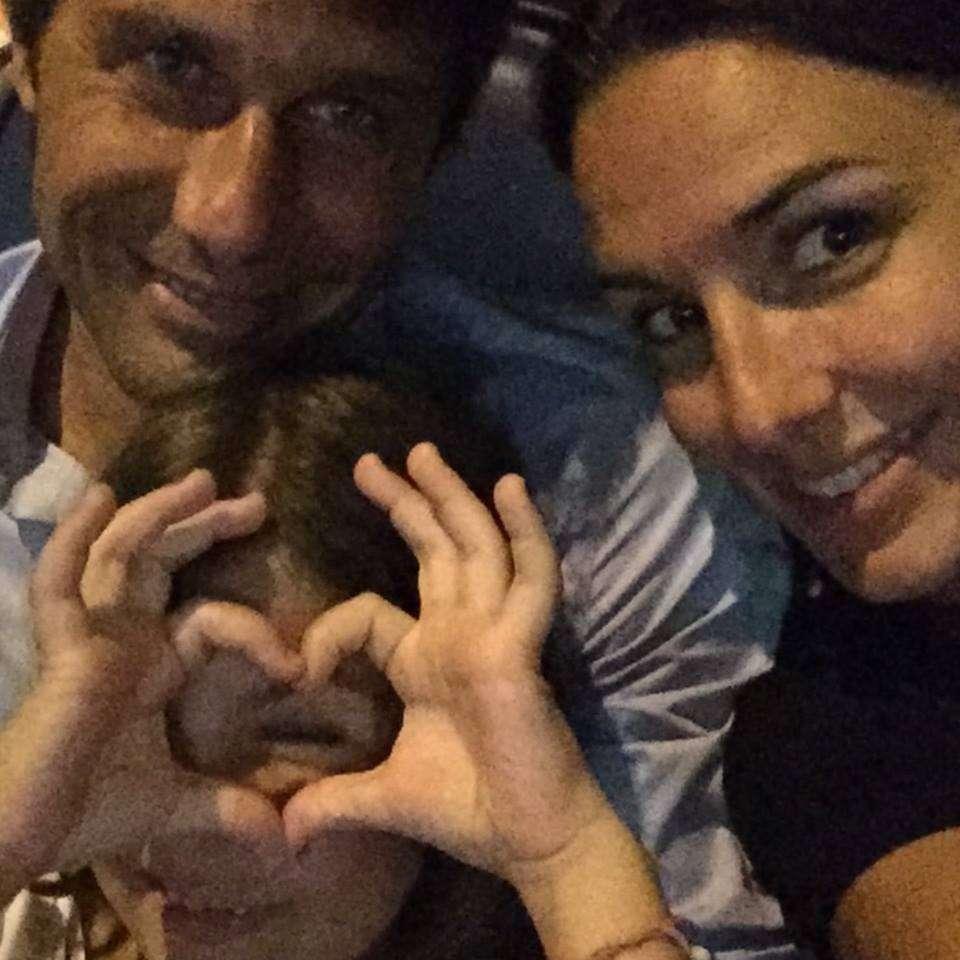 Antonio Conte ed Elisabetta Muscarello con la figlia Vittoria sui social