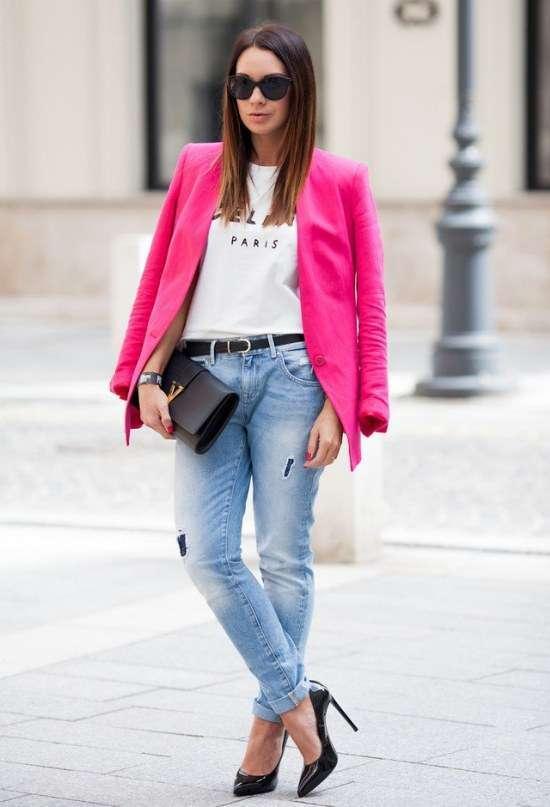 Jeans e giacca fucsia