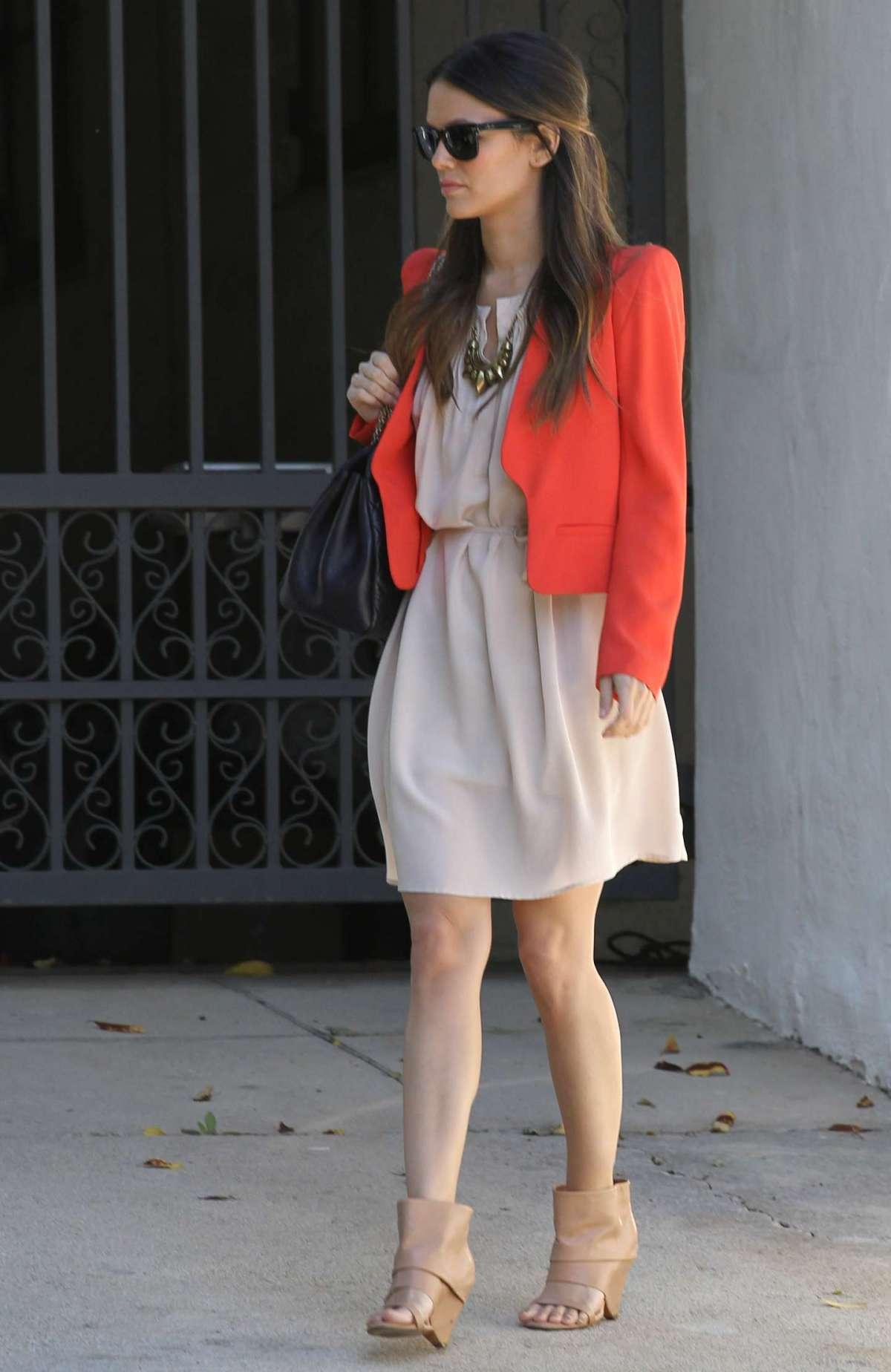 Minidress cipria e giacca arancione